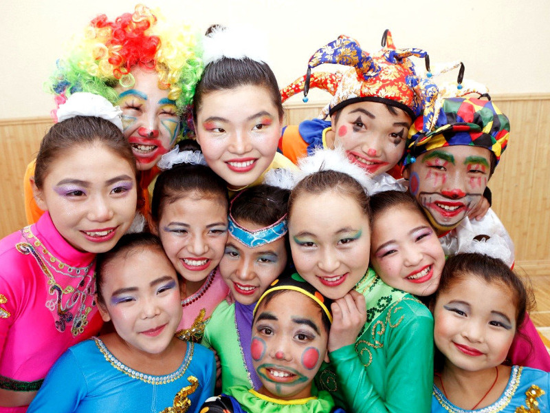 Social circus kids before performance in 2014 ©Save the Children